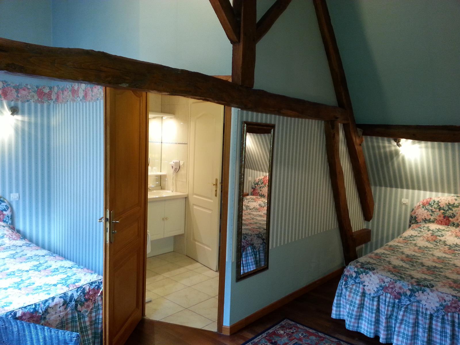 Chambre d'hotel familliale - avec deux lits doubles