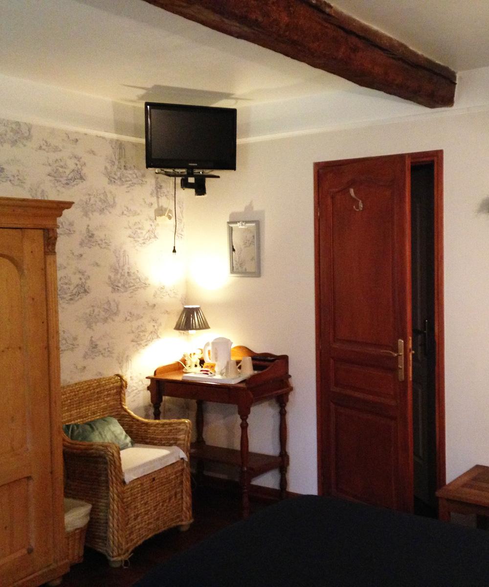 Chambre d'hotel twin - avec deux lits simple et TV