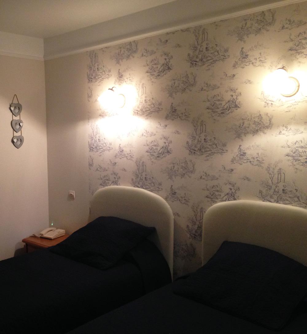 Chambre d'hotel twin - avec deux lits simple