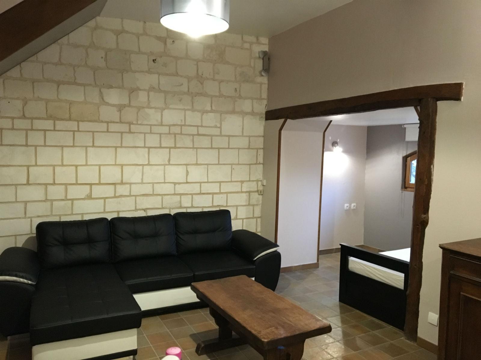 Pièce à vivre ouverte : espace salon.